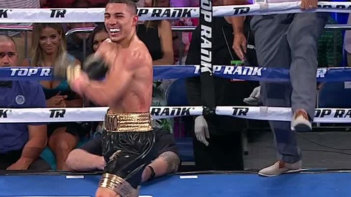 Lopez KO's Silva, celebrates Fortnite style with backflip