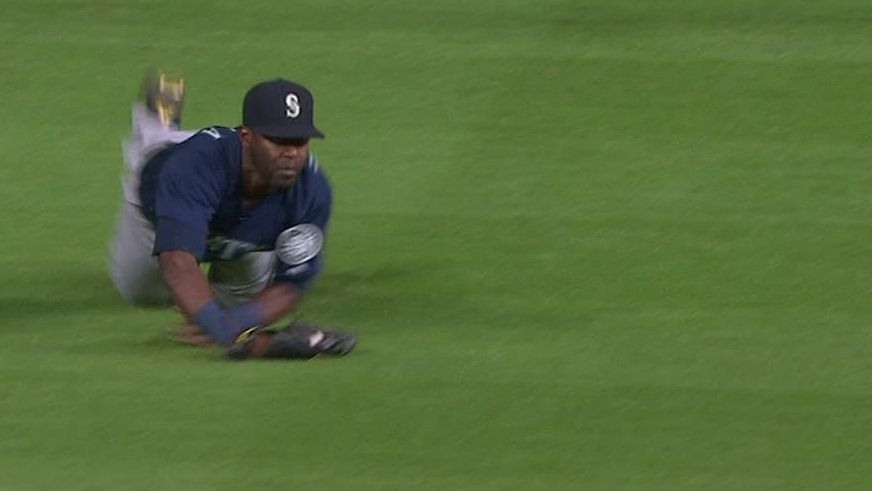 Heredia's lunging catch starts double play