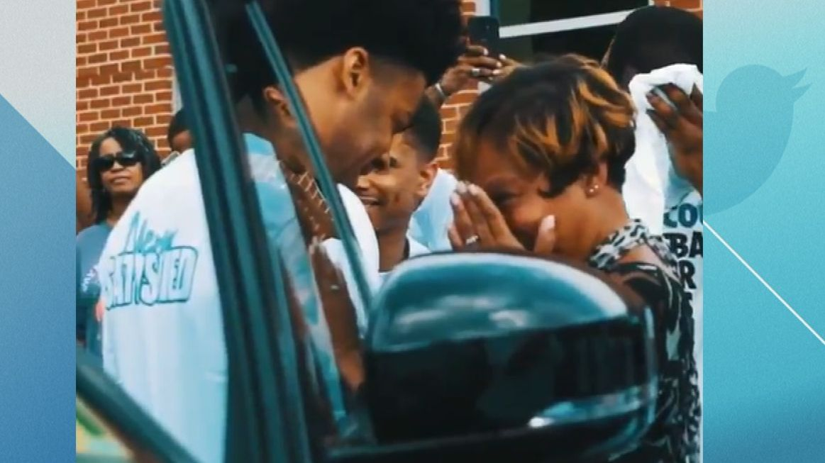 Quinn Cook gifts his mother a great surprise