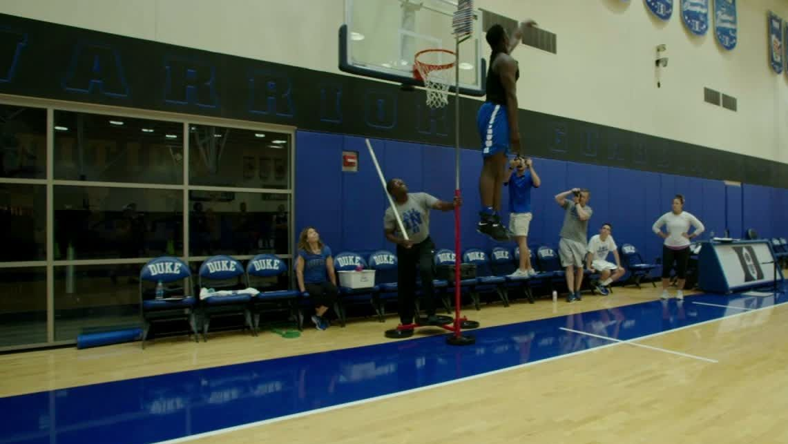 Zion's vertical leaves his Duke teammates in awe