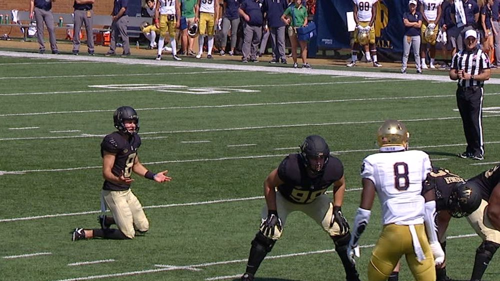 Wake Forest kicker inexplicably missing before field goal