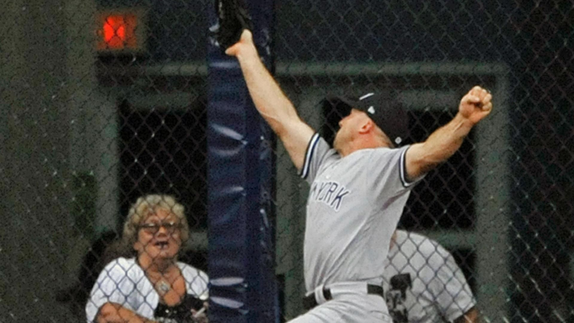 https://secure.espncdn.com/combiner/i?img=/media/motion/2018/0924/dm_180924_MLB_Yankees_gardner_catch1349/dm_180924_MLB_Yankees_gardner_catch1349.jpg