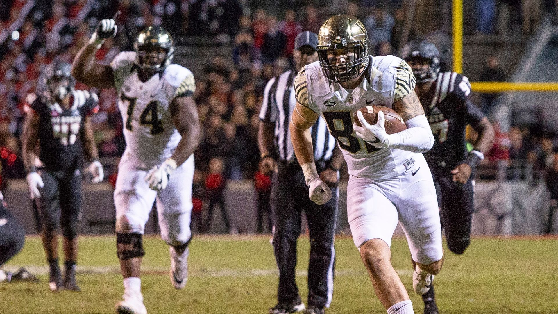 https://secure.espncdn.com/combiner/i?img=/media/motion/2018/1108/dm_181108_NCF_One_Play_TEs_late_TD_sends_Wake_Forest_to_upset_win_of_NC_State/dm_181108_NCF_One_Play_TEs_late_TD_sends_Wake_Forest_to_upset_win_of_NC_State.jpg