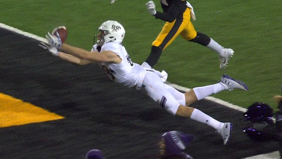 Northwestern's Skowronek makes diving catch for go-ahead TD