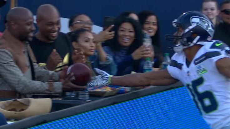 Lockett gives TD ball to Floyd Mayweather Jr.