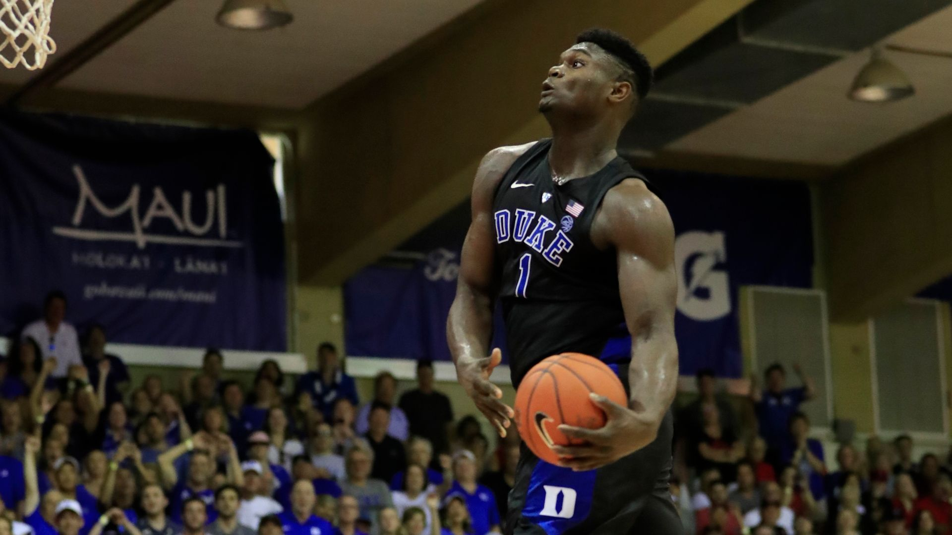 Zion excites the crowd with windmill jam