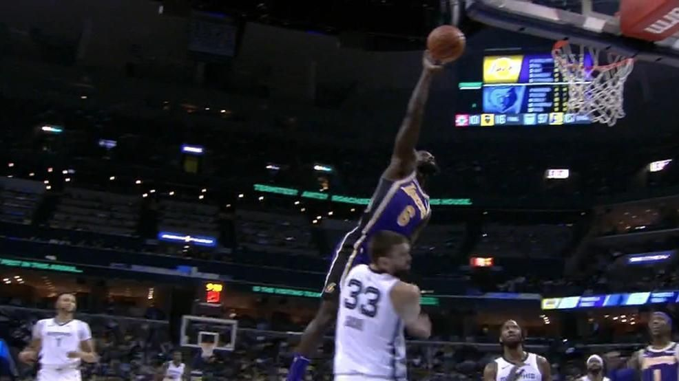 Stephenson can't quite get there for the dunk
