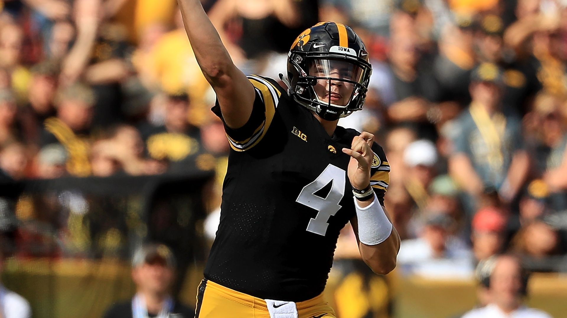 Stanley leads Iowa to Outback Bowl win over Miss St.