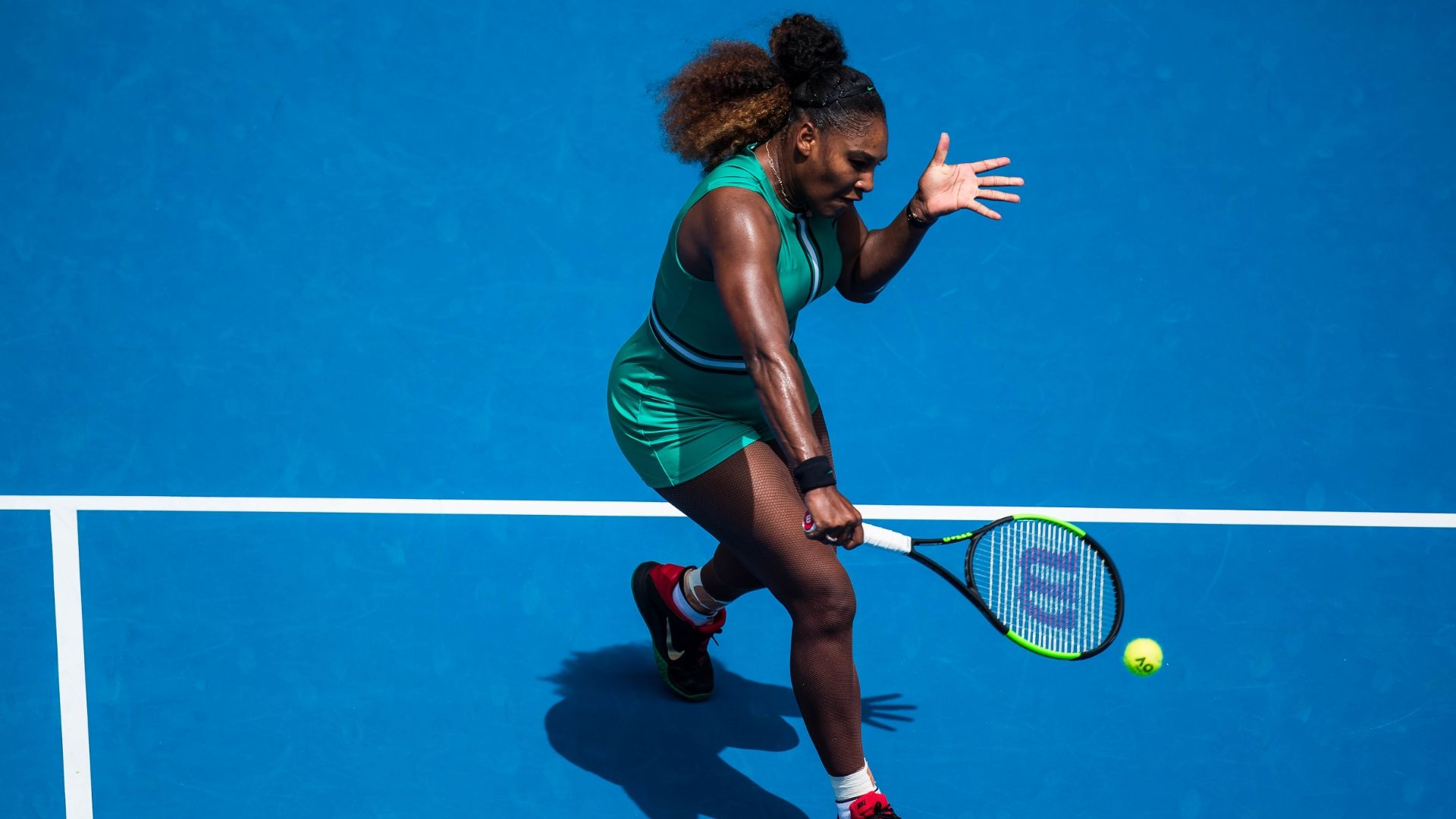 Serena wins 1st round match in straight sets