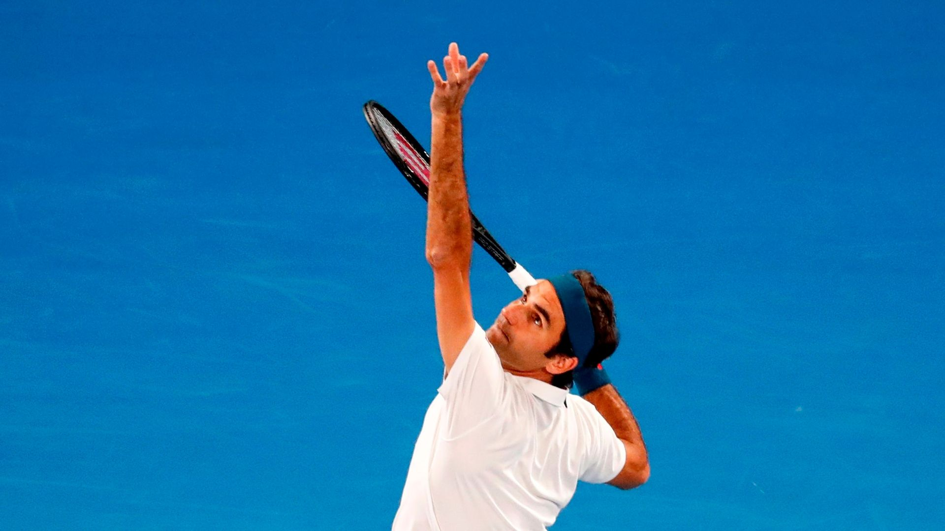 Federer sizzles ace past Fritz for 2nd-set winner