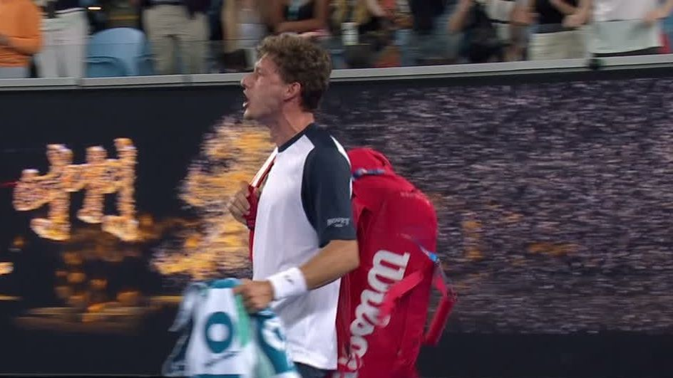 Carreno Busta gets heated at chair umpire after loss