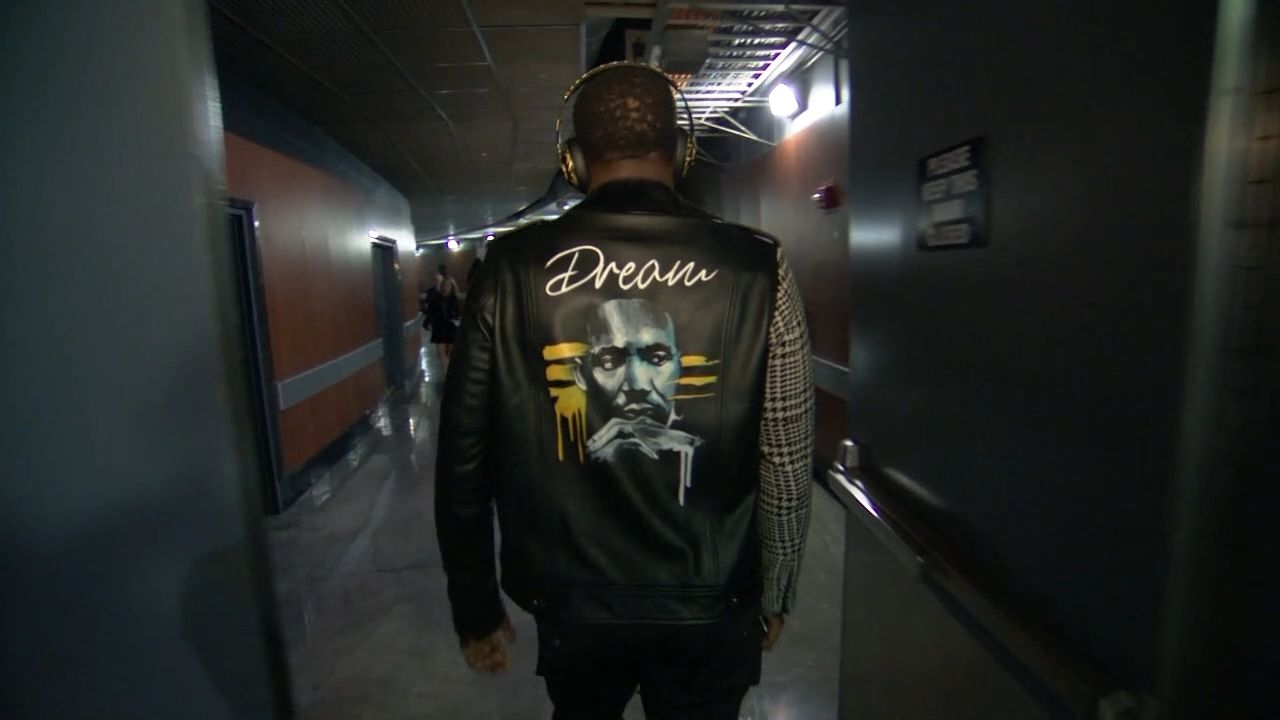 Draymond arrives with MLK jacket