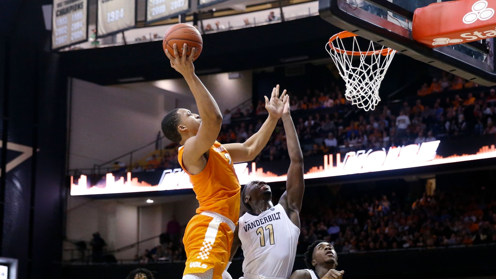 Williams, Tennessee survive upset from Vanderbilt in OT