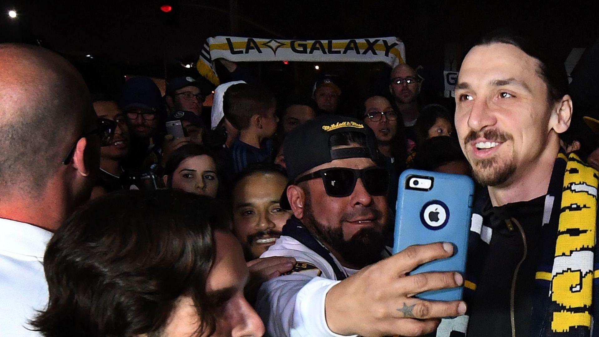 https://secure.espncdn.com/combiner/i?img=/media/motion/ESPNi/2018/0330/int_180330_Ibrahimovic_arrives_in_LA/int_180330_Ibrahimovic_arrives_in_LA.jpg