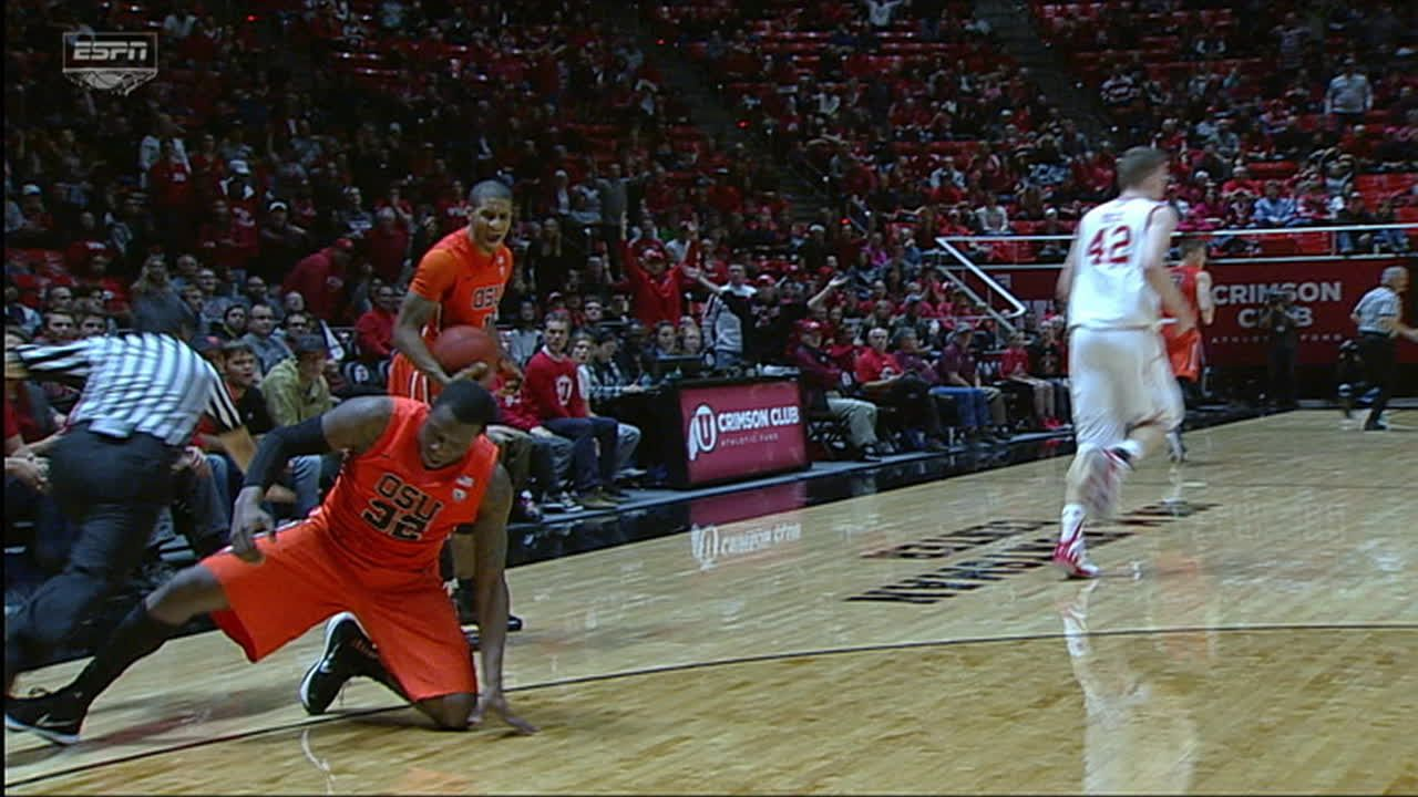 Oregon State player trips referee