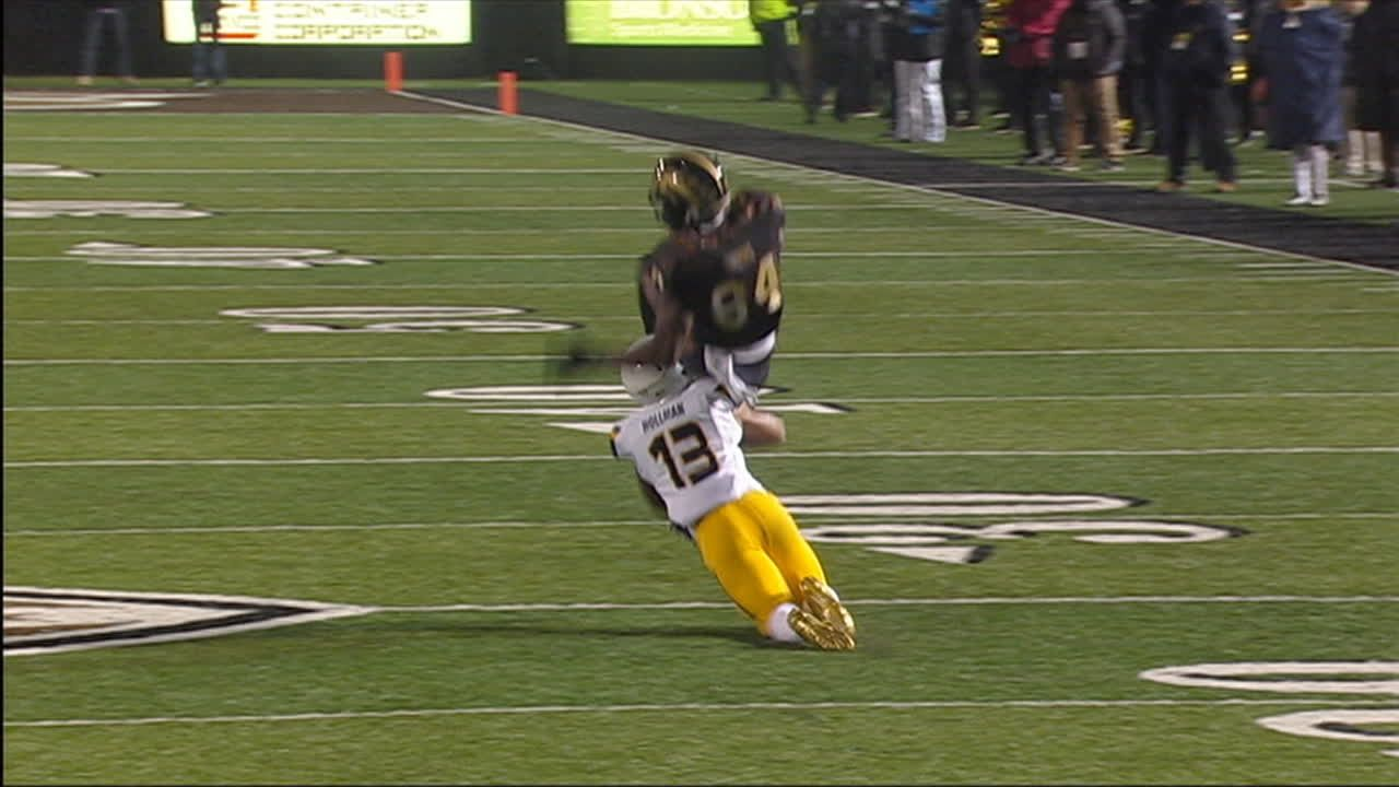 Davis sets FBS record for career-receiving yards