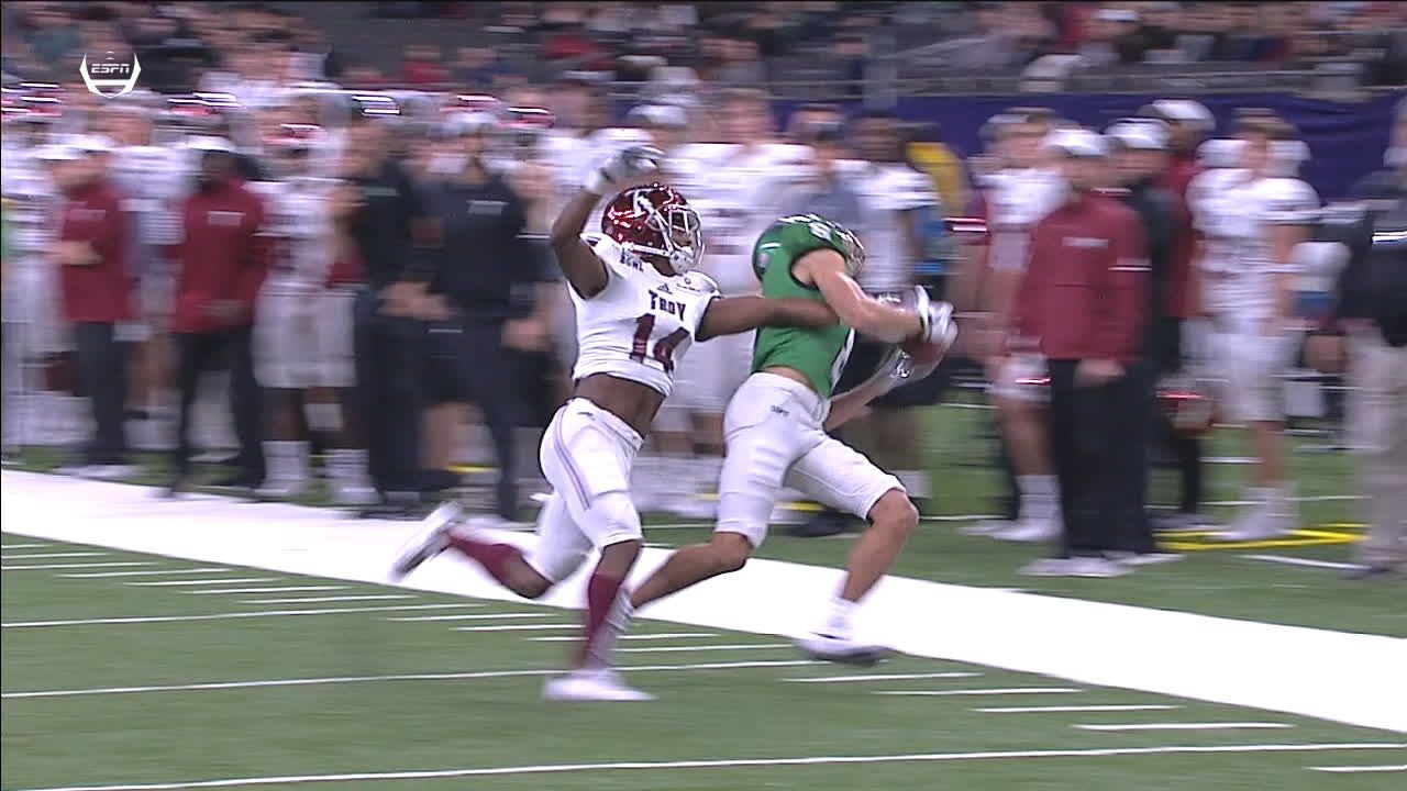 North Texas' Bussey makes great catch along sideline