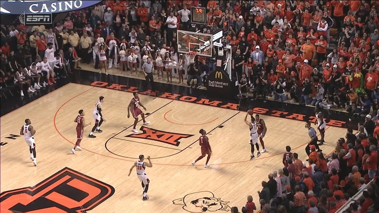Smith hits 3 to send it to OT