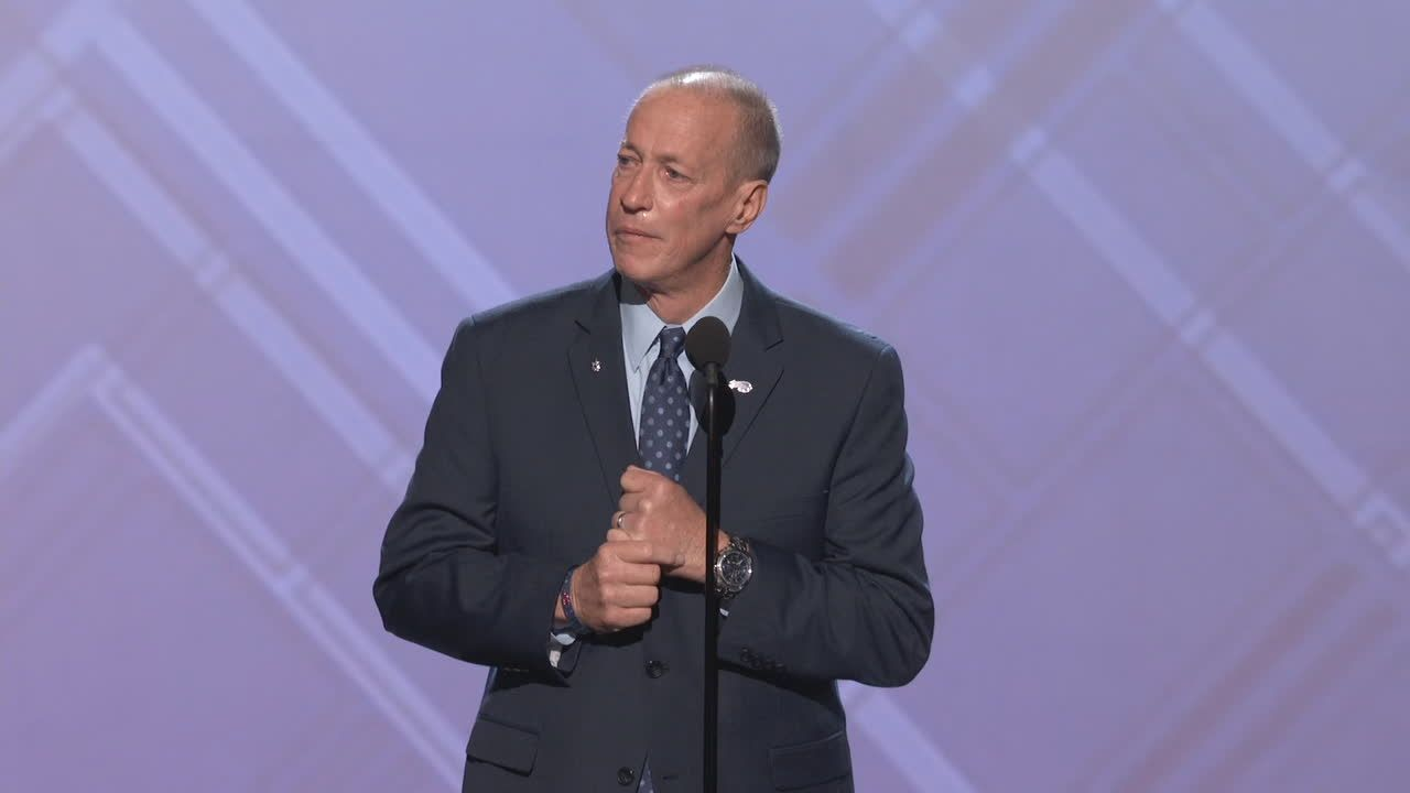 Kelly emotional during Jimmy V acceptance speech