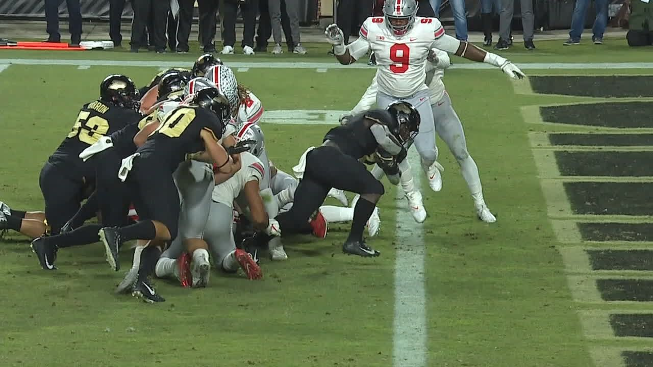Purdue RB powers into end zone for TD