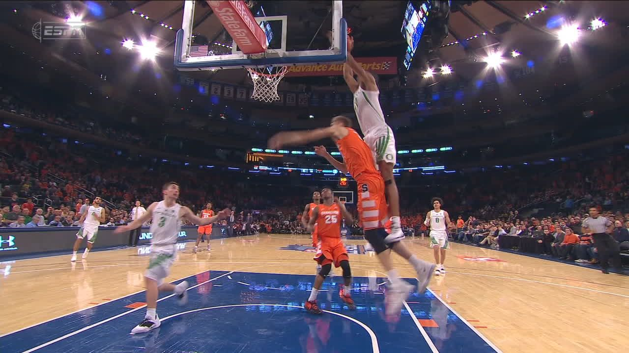 Wooten catches sick one-handed lob