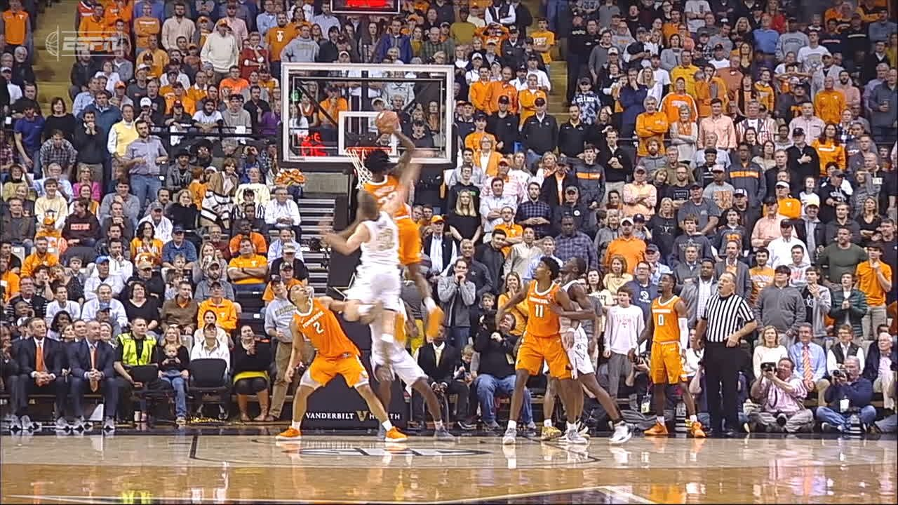 Bowden gets monster dunk off in-bound pass