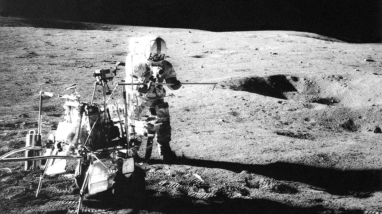 https://secure.espncdn.com/combiner/i?img=/photo/2015/0206/now_otd_0206AlanShepard_1296x729.jpg