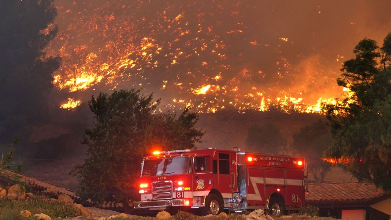 woolsey fire burns homes as it exceeds 35 000 acres continues to