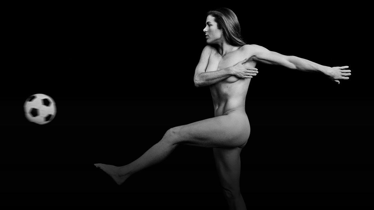 Saquon barkley poses naked for espn